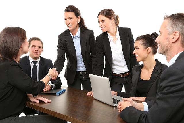 Biznis etiketa pre dámy – 7 pravidiel pre prácu v kancelárií